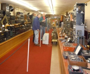 Enthusiasts discuss the wireless equipment